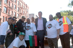 Comptroller Bill De Blasio stands with members of Construction & General Building Laborers Local 79